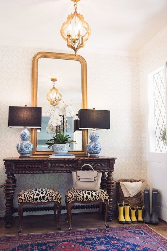 foyer with pattern